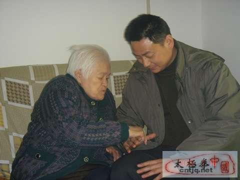 姜启健先生和陈立清大师研讨缠丝劲