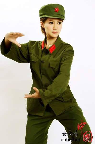 太极美女马畅军装写真献礼党的生日