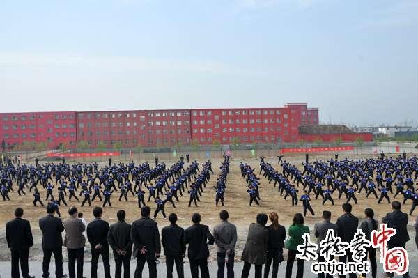 大春文武学校迎来一批参观团