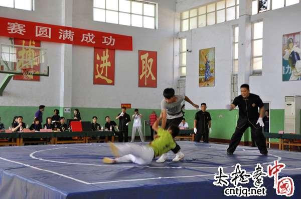 2013全国武术太极拳赛裁判员风采