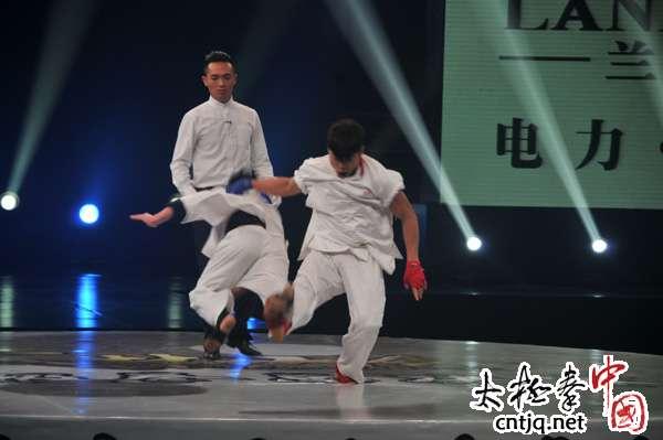 视频: 武林大会总决赛8进4韩飞龙VS李鹏举