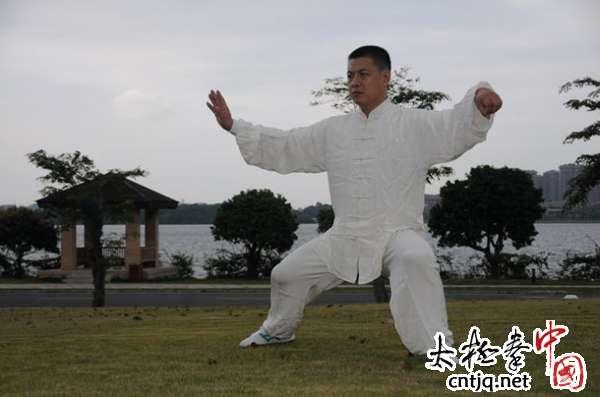 视频:德生太极拳馆馆长韩军生演练新架一路