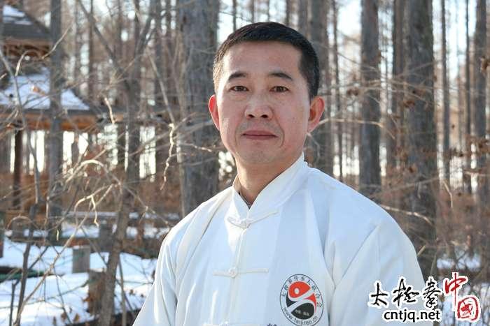 视频: 中国冰雪太极剑张永明弘扬太极健身