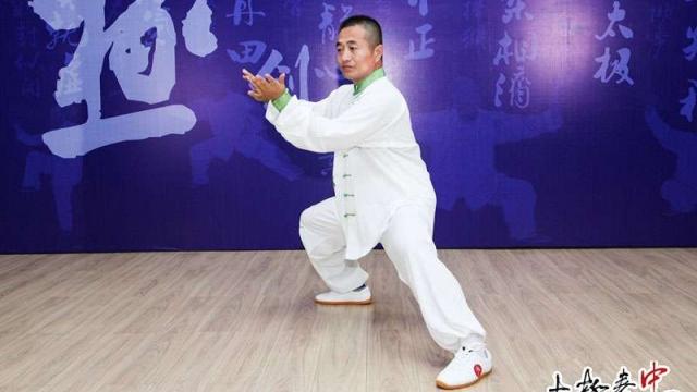 江西省乐安县太极拳协会成立十周年活动上太极名家冉永庆表演陈式太极拳